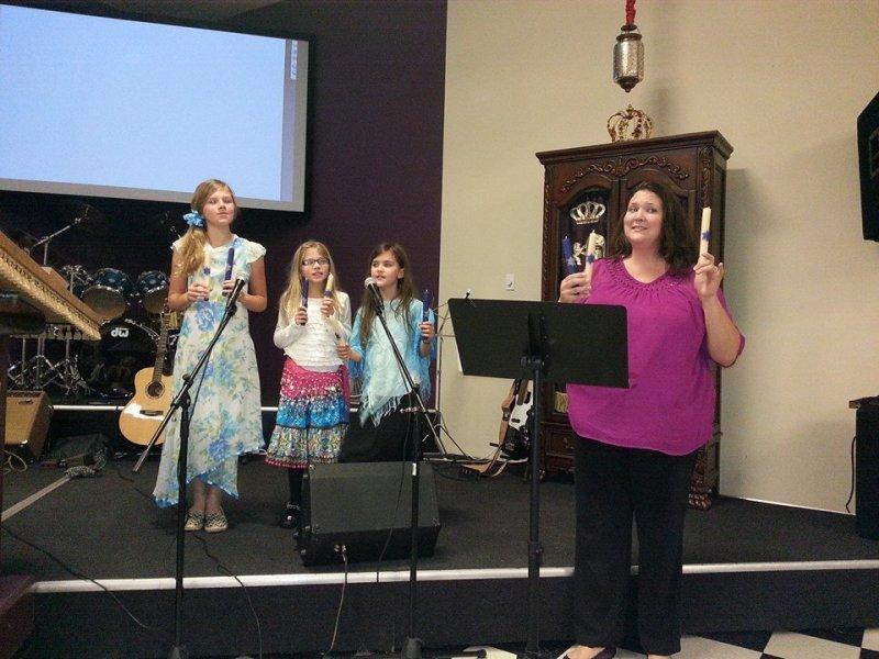 20131130 singing hanukkah song