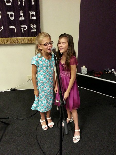 20140726 Sarah and Emily singing Baal Hayeshout - Master of consolations